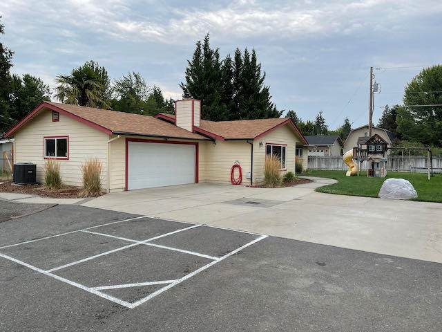 2001 Regina Way, Grants Pass, OR 97527 (MLS #220128265) :: Coldwell Banker Sun Country Realty, Inc.