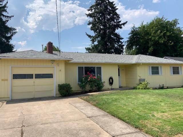1208 Loal Street, Medford, OR 97501 (MLS #220128864) :: Keller Williams Realty Central Oregon
