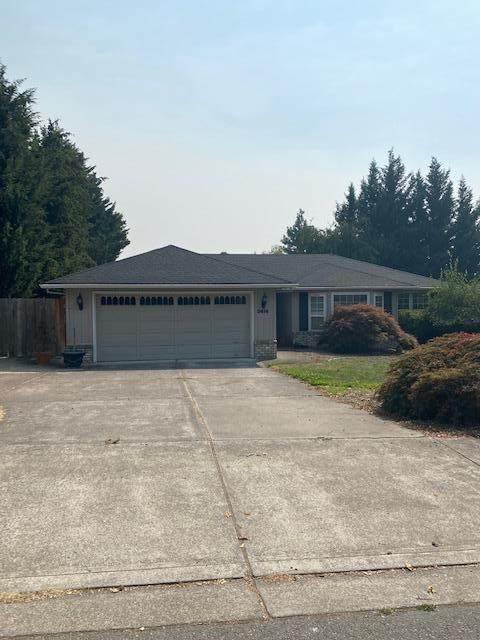 3414 Lone Pine Road, Medford, OR 97504 (MLS #220130330) :: Berkshire Hathaway HomeServices Northwest Real Estate