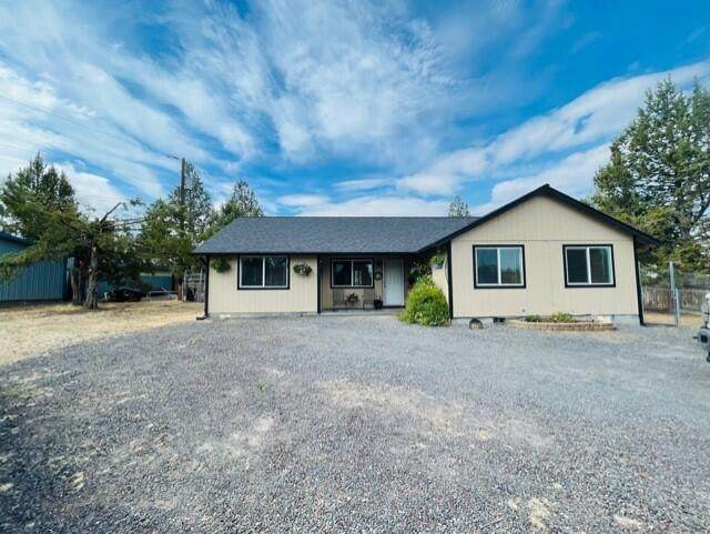 12766 SW Cinder Drive, Terrebonne, OR 97760 (MLS #220130588) :: Premiere Property Group, LLC