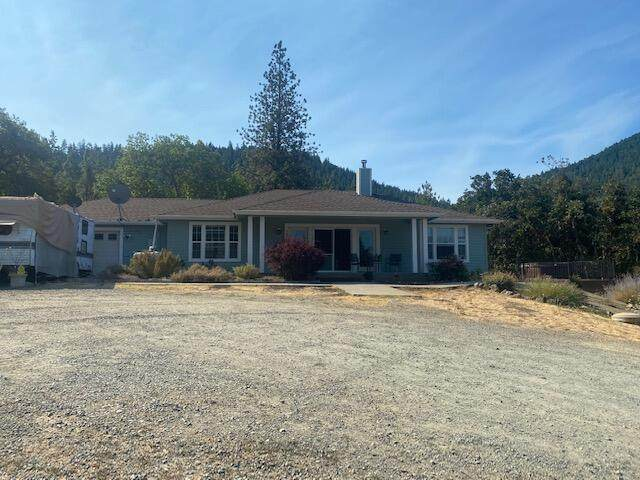575 Hyde Park Road, Grants Pass, OR 97527 (MLS #220130617) :: Coldwell Banker Sun Country Realty, Inc.