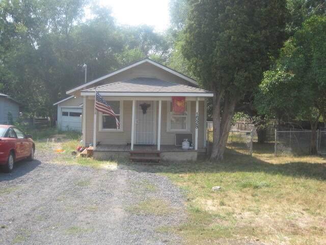 1528 Ivory Street, Klamath Falls, OR 97603 (MLS #220130735) :: Schaake Capital Group