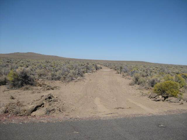 Pcl: 16674 Lost Forest(25S18e33-00-0816) Lane, Christmas Valley, OR 97641 (MLS #220131103) :: Fred Real Estate Group of Central Oregon