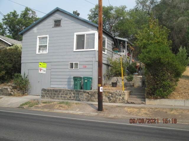 1719 Oregon Avenue, Klamath Falls, OR 97601 (MLS #220131447) :: Vianet Realty