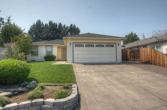 1566 Westfield Way, Medford, OR 97501 (MLS #220131789) :: The Ladd Group