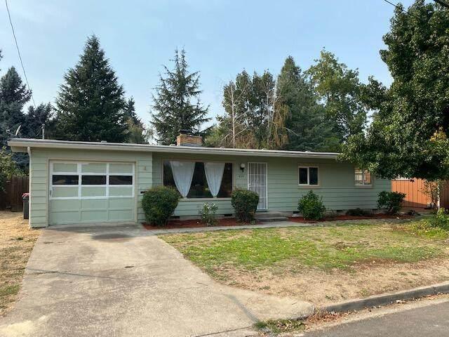 424 Willamette Avenue, Medford, OR 97504 (MLS #220132069) :: Stellar Realty Northwest