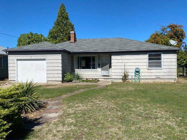 1308 Winchester Avenue, Medford, OR 97501 (MLS #220132179) :: Coldwell Banker Sun Country Realty, Inc.