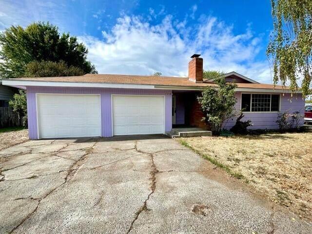5814 Harlan Drive, Klamath Falls, OR 97603 (MLS #220132652) :: Team Birtola | High Desert Realty
