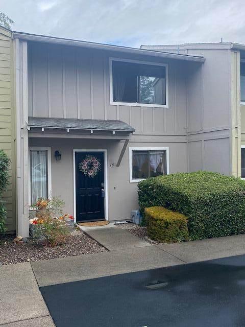 1111 Stevens Street #18, Medford, OR 97504 (MLS #220132693) :: Central Oregon Home Pros