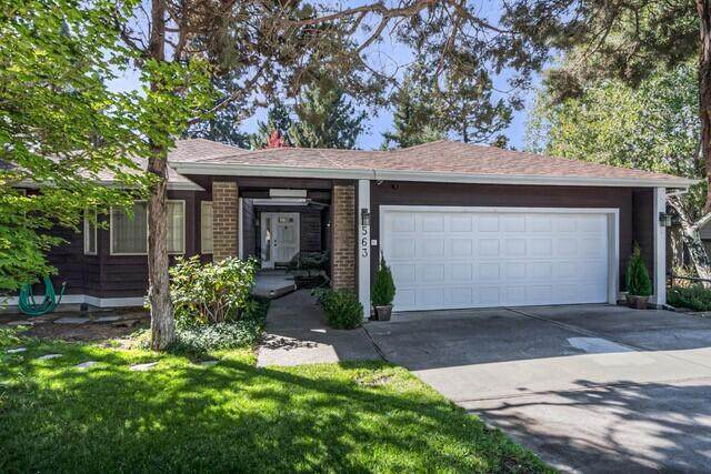 563 NE Soaring Court, Bend, OR 97701 (MLS #220133674) :: Oregon Farm & Home Brokers