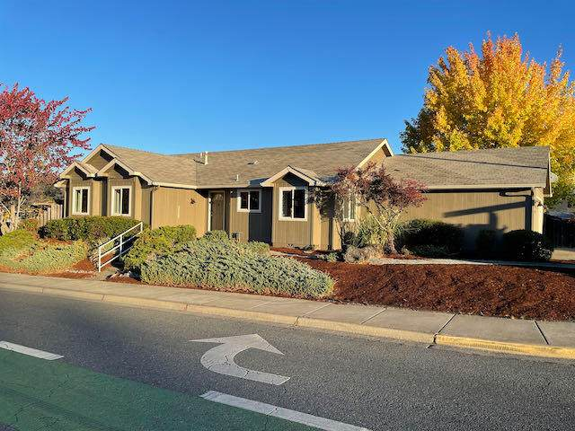 112 SE Independence Drive, Grants Pass, OR 97527 (MLS #220133829) :: Coldwell Banker Sun Country Realty, Inc.