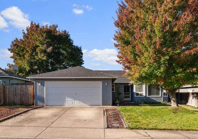 1359 Vista Drive, Central Point, OR 97502 (MLS #220133879) :: FORD REAL ESTATE