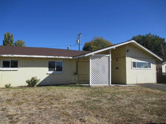 1121 Washburn Way, Klamath Falls, OR 97603 (MLS #220133956) :: The Ladd Group