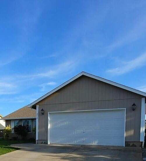 312 Merlot Drive, Cave Junction, OR 97523 (MLS #220134039) :: Berkshire Hathaway HomeServices Northwest Real Estate