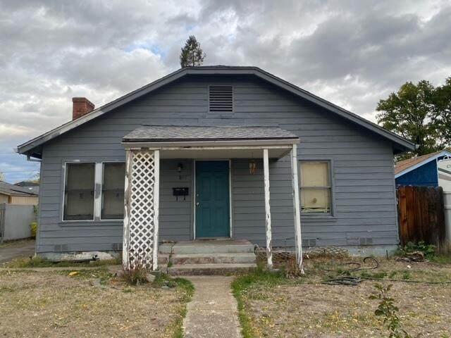 848 W 2nd Street, Medford, OR 97501 (MLS #220134335) :: Berkshire Hathaway HomeServices Northwest Real Estate