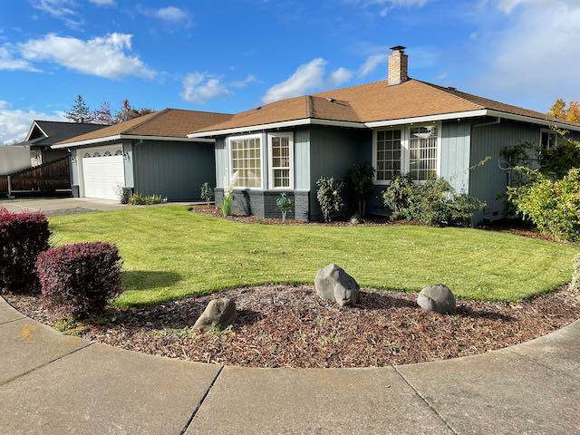 2051 Young Court, Medford, OR 97504 (MLS #220134463) :: Coldwell Banker Bain