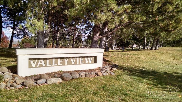 2331 SW Valleyview Drive, Redmond, OR 97756 (MLS #201510725) :: Birtola Garmyn High Desert Realty