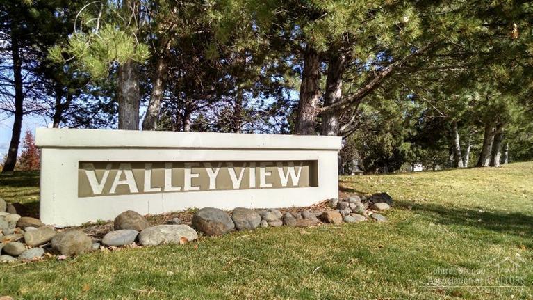 2318 SW Valleyview Drive, Redmond, OR 97756 (MLS #201510728) :: Birtola Garmyn High Desert Realty