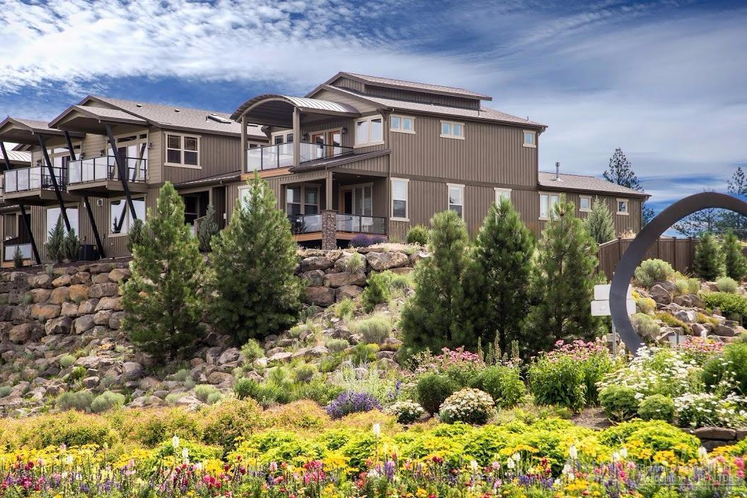 985 SW Vantage Point Way, Bend, OR 97702 (MLS #201606331) :: Birtola Garmyn High Desert Realty