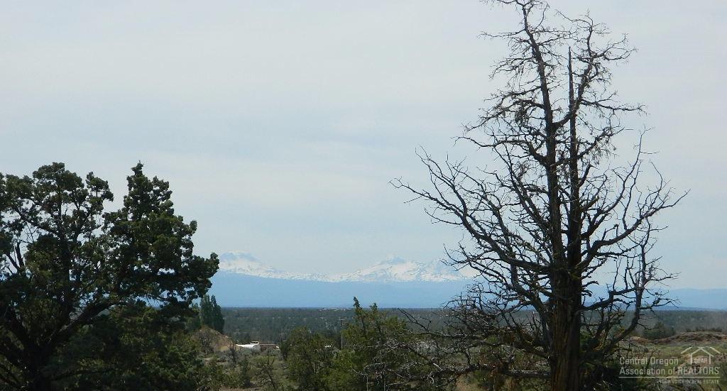 15876 SW Wooden Trestle Court, Powell Butte, OR 97753 (MLS #201606340) :: Birtola Garmyn High Desert Realty