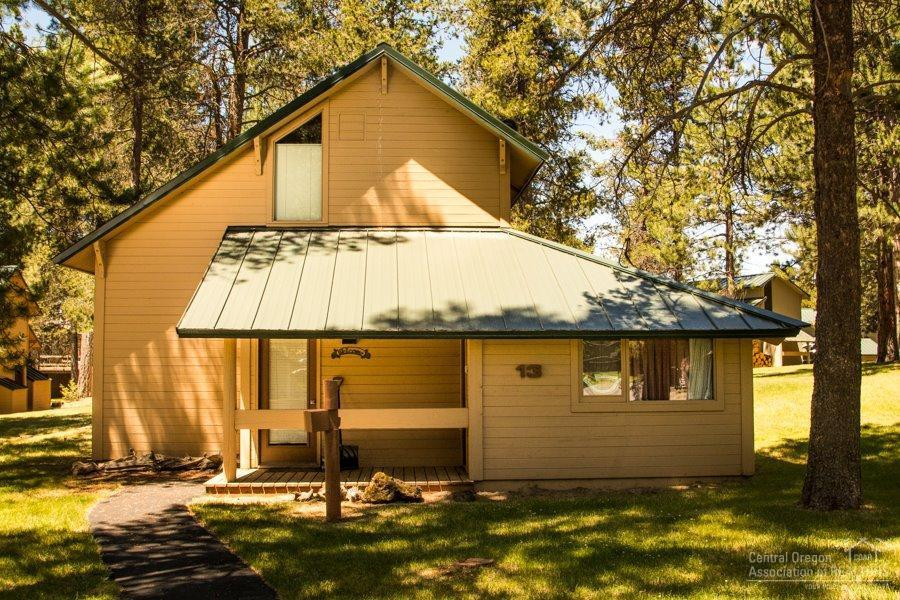 13 Ranch Cabin Lane, Sunriver, OR 97707 (MLS #201606817) :: Birtola Garmyn High Desert Realty