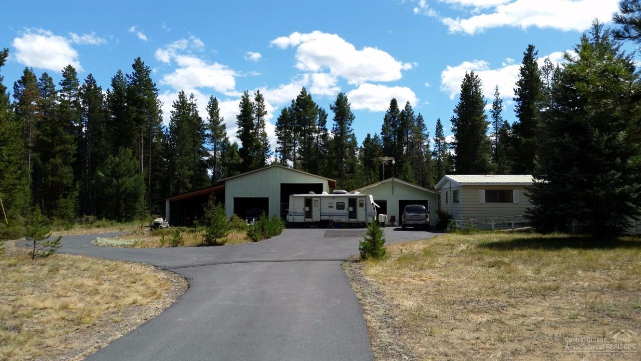 15955 Fir Lane, La Pine, OR 97739 (MLS #201607101) :: Birtola Garmyn High Desert Realty