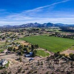 6317 NW 15th Lane, Terrebonne, OR 97760 (MLS #201609098) :: Birtola Garmyn High Desert Realty