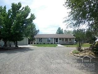 6979 SW Ferret Road, Terrebonne, OR 97760 (MLS #201609465) :: Birtola Garmyn High Desert Realty