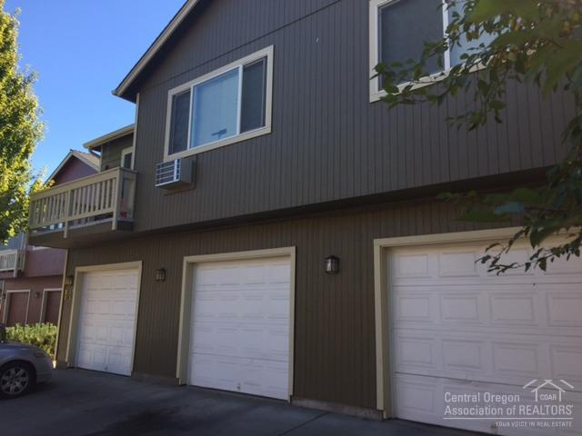 2035 SW Canyon Drive, Redmond, OR 97756 (MLS #201609772) :: Birtola Garmyn High Desert Realty