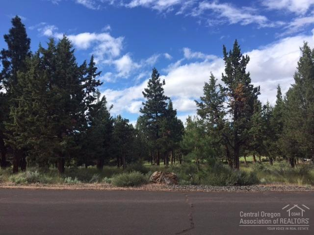 950 NW Chelsea Loop, Bend, OR 97703 (MLS #201705648) :: Birtola Garmyn High Desert Realty