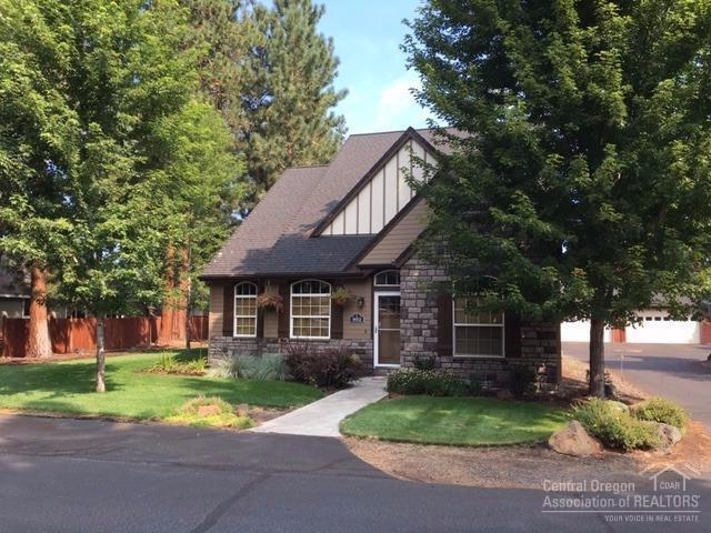 902 E Timber Pine Drive, Sisters, OR 97759 (MLS #201708828) :: Birtola Garmyn High Desert Realty