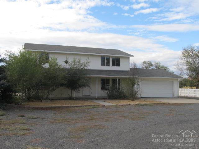 6600 SW Frazier Drive, Culver, OR 97734 (MLS #201708924) :: Birtola Garmyn High Desert Realty