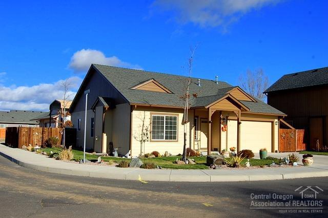 1415 NW Breann Loop, Prineville, OR 97754 (MLS #201711225) :: Pam Mayo-Phillips & Brook Havens with Cascade Sotheby's International Realty
