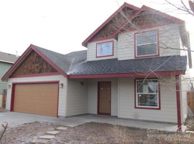 646 NW Green Forest Circle, Redmond, OR 97756 (MLS #201711899) :: Fred Real Estate Group of Central Oregon