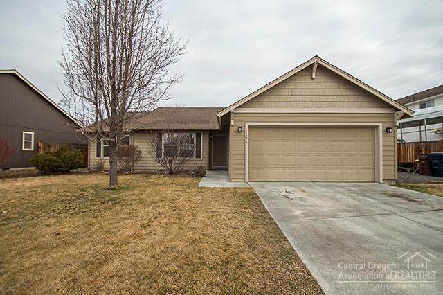 1225 NW Redwood Avenue, Redmond, OR 97756 (MLS #201801146) :: The Ladd Group