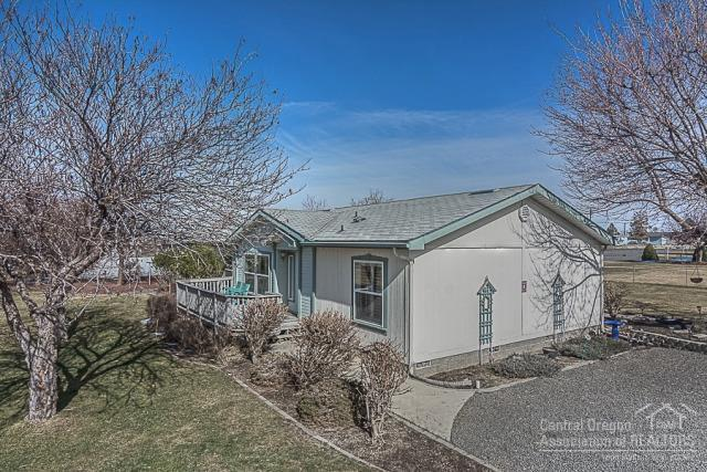 6411 SW Wren Street, Culver, OR 97734 (MLS #201801737) :: Team Birtola | High Desert Realty
