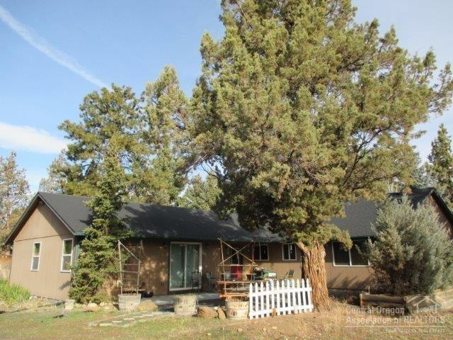 17489 Kent Road, Sisters, OR 97759 (MLS #201802080) :: The Ladd Group