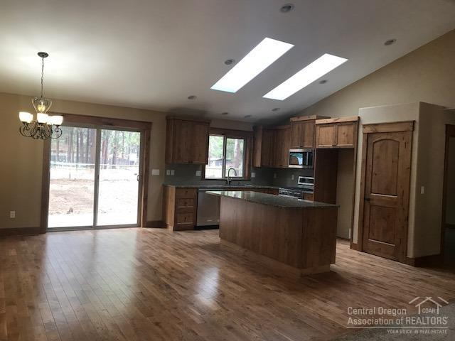 59895 Navajo Road, Bend, OR 97702 (MLS #201802283) :: Fred Real Estate Group of Central Oregon