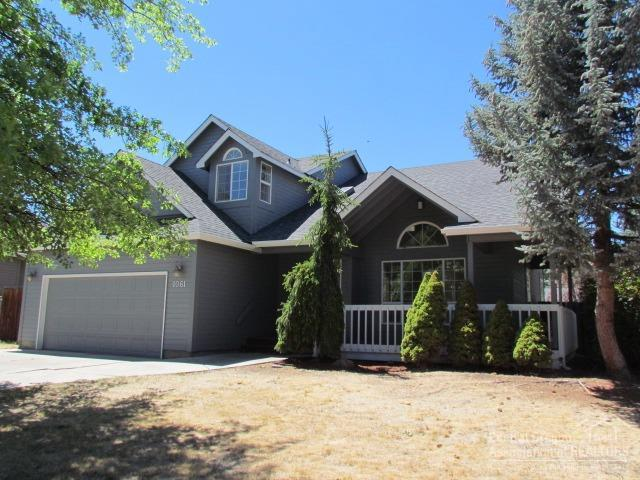 1061 NE Paula Drive, Bend, OR 97701 (MLS #201807397) :: The Ladd Group