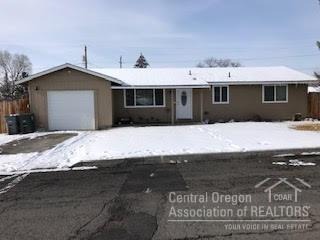 164 NE 11th Street, Madras, OR 97741 (MLS #201900897) :: The Ladd Group