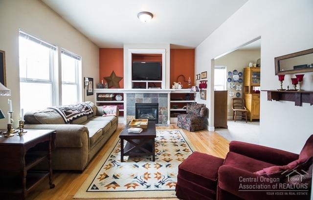20603 Hummingbird, Bend, OR 97702 (MLS #201901125) :: Windermere Central Oregon Real Estate