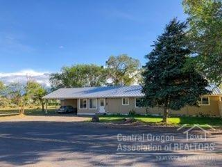 449 SE Grizzly, Madras, OR 97741 (MLS #201902709) :: The Ladd Group