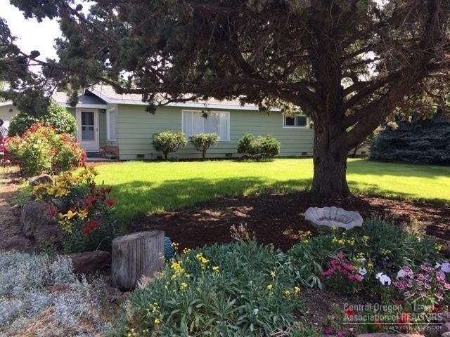 457 5th Street, Metolius, OR 97741 (MLS #201904926) :: Bend Homes Now
