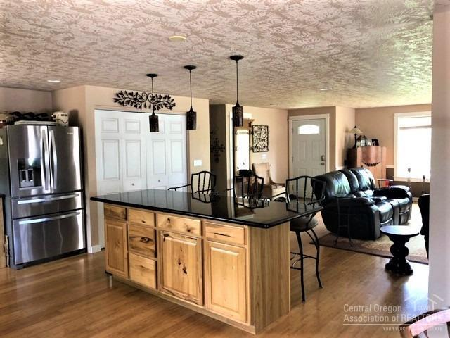 3435 NW Dogwood Avenue, Redmond, OR 97756 (MLS #201906652) :: Central Oregon Home Pros