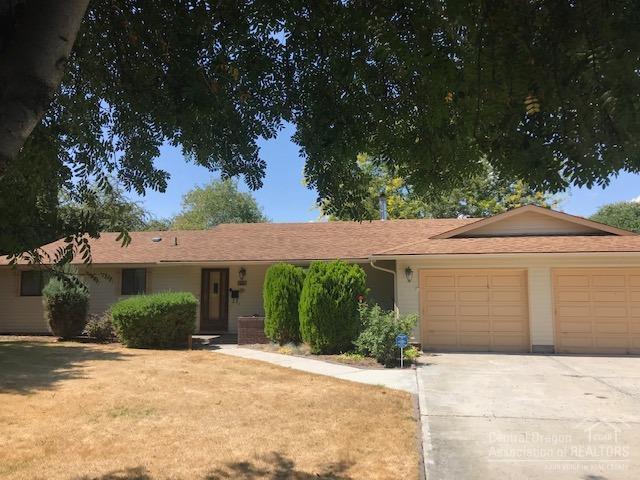 2721 NE Buckboard Lane, Prineville, OR 97754 (MLS #201907809) :: Berkshire Hathaway HomeServices Northwest Real Estate