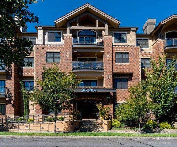 363 SW Bluff Drive #201, Bend, OR 97702 (MLS #202001711) :: Bend Relo at Fred Real Estate Group