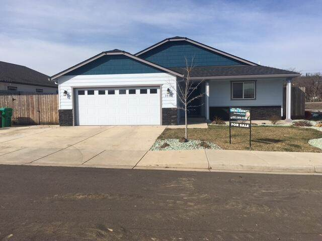 1037 Stonewater Drive, Eagle Point, OR 97524 (MLS #220117660) :: Rutledge Property Group