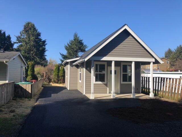 307 SE Reef Avenue, Lincoln City, OR 97367 (MLS #220134342) :: The Ladd Group