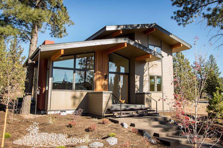 2712 NW Shields Drive, Bend, OR 97703 (MLS #201507226) :: Birtola Garmyn High Desert Realty