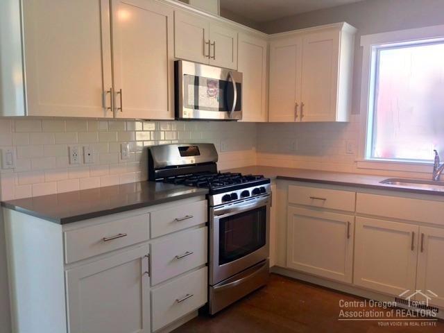 520 SE Reed Market Road, Bend, OR 97702 (MLS #201700139) :: Fred Real Estate Group of Central Oregon